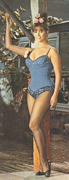 Claudia Cardinale Claudia Cardinale, Golden Age Of Hollywood, Vintage Hollywood, Classic Hollywood, Divas, Italian Actress, Italian Beauty, Hot Brunette, Sophia Loren