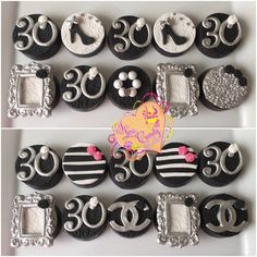 Going glam!! Oreo cookies with fondant toppers #candybyluci #oreos #partyfavors #chocolate #30thbday #blackandwhiteparty #chocolateapple #candyapples #oreocookies  Www.ilovecandybyluci.blogspot.com Www.candybyluci.wix.com/candyapple