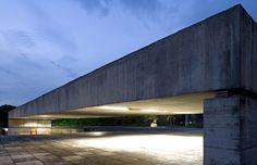 Brésil, Musée de la sculpture, architecte : Paulo Mendes da Rocha. Liste de beaux bâtiments au Brésil, notamment par Oscar Niemeyer.