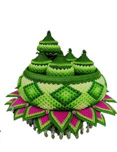 Very tidy and difficult. Gorgeous. Do you know? These're made from banana leafe and flower. These household set do it more than 3 day. Perfect. Floral Garland, Flower Garlands, Flower Decorations, Unique Flowers, Handmade Flowers, Flower Crafts, Flower Art, Thai Art, Thai Thai