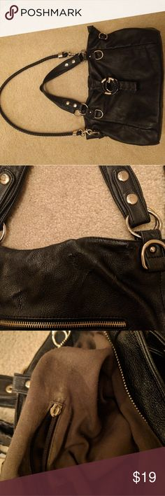 New listing! Guess faux leather purse. Very pretty and Chic faux leather bag from Guess. Purse is in very clean condition has some very small scuffs in one or two places in the canvas. The metal looks great. One of the Interior pockets is missing the zipper slider, but not too big of deal. Retailed $59. Make an offer! ❤️ Guess Bags