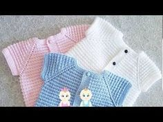 Turkish version of the mouse female sample baby vest model # Handiw Baby Knitting Patterns, Crochet Baby Sweater Pattern, Crochet Baby Sweaters, Knitting Designs, Crochet Designs, Crochet Bebe, Crochet Round, Crochet For Kids, Overall Shorts