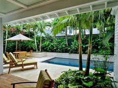 Tropical home design with mini pool Tropical Backyard Landscaping, Landscaping Around Pool, Backyard Pool Designs, Small Backyard Pools, Swimming Pools Backyard, Backyard Patio, Tropical Garden, Tropical Houses, Pool Houses