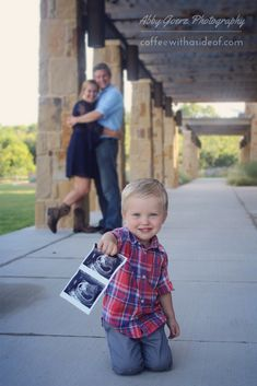 Trendy Baby Announcement Second Maternity Pictures Ideas Second Baby Announcements, Creative Pregnancy Announcement, Cute Pregnancy Announcement, Baby Number 2 Announcement, Big Brother Announcement, Family Maternity Photos, Maternity Pictures, Pregnancy Photos, Pregnancy Tips