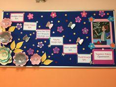 Paper Flowers, Board, Artwork, Crafts, Work Of Art, Manualidades, Auguste Rodin Artwork, Tissue Flowers, Artworks