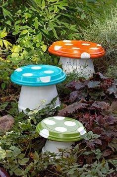 Diy garden mushrooms using plant pots and plant pot drip plates. so fun! Diy Garden Projects, Garden Crafts, Diy Garden Decor, Garden Art, Garden Design, Garden Whimsy, Garden Pond, Garden Decorations, Art Crafts