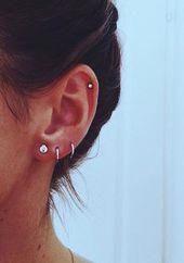 Trending Ear Piercing ideas for women. Ear Piercing Ideas and Piercing Unique Ear. Ear piercings can make you look totally different from the rest. Ear Piercing For Women, Pretty Ear Piercings, Ear Peircings, Multiple Ear Piercings, Ear Piercings Cartilage, Cartilage Earrings, Piercing Tattoo, Stud Earrings, Lip Piercings