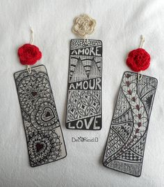 Bookmarks are forever trendy and these DIY Valentine's Day bookmarks make a perfect choice of gift for friends from class. Doodle Art Drawing, Zentangle Drawings, Zentangles, Felt Bookmark, Bookmark Craft, Mandala Art Lesson, How To Make Bookmarks, Doodle Patterns, Paper Hearts