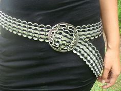 Recycled Soda Pop Tabs Ideas: There are zillions of ways to recycle soda pop tabs which you usually throw away thinking it is not important. Soda Tab Crafts, Can Tab Crafts, Plastic Bottle Tops, Pop Tab Purse, Pop Can Tabs, Crochet Belt, Soda Tabs, Recycle Cans, Diy Sac