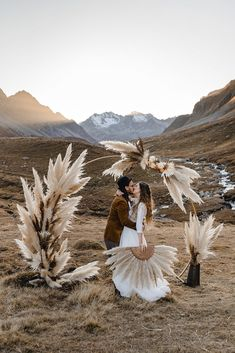 A bohemian elopement shoot in Switzerland featuring a free spirited couple. With dried flowers and a pampas grass ceremony arc. Elope Wedding, Boho Wedding, Elopement Wedding, Planner Inspiration, Boho Chic, Wedding Arbors, Ceremony Backdrop, Pampas Grass, Dried Flowers