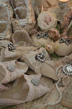 paper shoe ornaments - vintage style