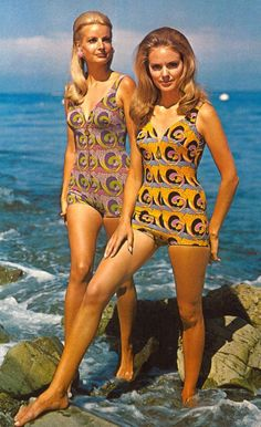 How male and female bathing suits got smaller and smaller Psychedelic swimwear inspired by Art Nouveau by Oleg Cassini, for R and W H Symington, 1969 1960s Fashion, Vintage Fashion, Patti Hansen, Moda Retro, Bathing Costumes, Lauren Hutton, Vintage Swimsuits, Bikini Vintage, Mode Vintage