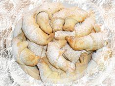 Ze surovin (tuk změklý) smícháme těsto a necháme chvilku odpočinout.Mez tím uděláme náplň - podle své chuti (my jsme měli ořechovou, lze i jinou... Czech Recipes, Snack Recipes, Snacks, Sausage, Chips, Food And Drink, Bread, Cookies, Baking