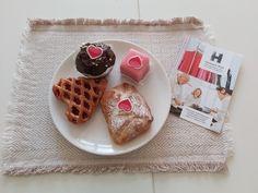 Wir wünschen allen verliebten Pärchen heute einen wunderschönen Valentinstag, aber natürlich  auch allen andren, denn der Valentinstag ist der Tag der Liebe und davon kann die Welt nie genug bekommen! 💝💝💝 Waffles, Breakfast, Instagram, Food, Never Enough, Valentines Day, Craft Work, Love, Nice Asses