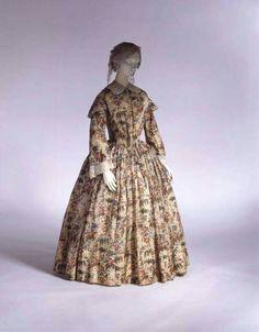 Printed wool morning dress 1844.