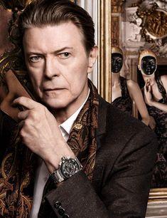 David Bowie in the Louis Vuitton campaign shot by David Sims. Photo by David Sims David Bowie, David Sims, Ziggy Stardust, David Jones, Louis Vuitton Online, The Thin White Duke, Major Tom, Star Wars, Cultura Pop