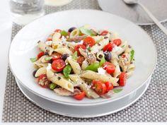 insalata-di-pasta-allo-sgombro-con-pomodorini-e-basilico