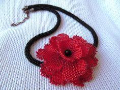 Collana di papavero fiore collana rosso papavero collana rosso perlina collana collana rosso nero regalo per donna uncinetto collana di perline