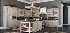 Scopri Verona, la nostra cucina classica componibile che sposa la classicità senza compromessi. Il tepore di un ambiente familiare con il legno massello.