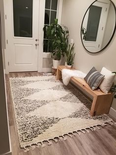 Home Living Room, Living Room Decor, Bedroom Decor, Entryway Decor, Living Room Zen Style, Apartment Living, Foyer, Living Room Designs, Home Decor Inspiration