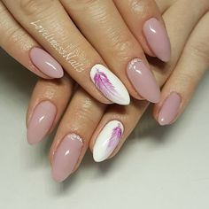 The advantage of the gel is that it allows you to enjoy your French manicure for a long time. There are four different ways to make a French manicure on gel nails. The choice depends on the experience of the nail stylist… Continue Reading → Feather Nail Designs, Feather Nails, Nail Art Designs, Nails Design, Feather Design, Love Nails, Pink Nails, Nagel Stamping, Almond Shape Nails