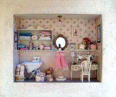 Cuadro Cuarto Costura con Miniaturas. http://cruzatartesaniacolor.blogspot.com/