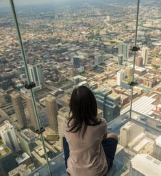 The Ledge at Willis Tower/SkyDeck Chicago, USA #thingstodoinChicago #CloudGate #traveltipsUSA