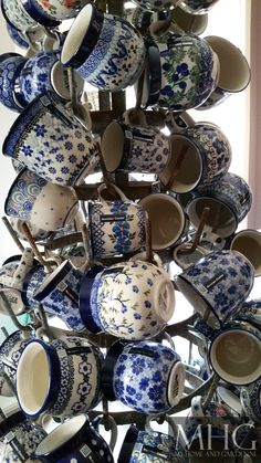 Bunzlau Castle, polish pottery, mugs, mokken, en nog veel meer. Blue And White China, Blue China, Love Blue, Blue Dishes, Blue Plates, Polish Pottery, Vintage Dishes, White Decor, Ceramic Pottery