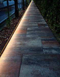 Find the Perfect Landscape Lighting Design for Your Backyard Driveway Lighting, Backyard Lighting, Outdoor Lighting, Sidewalk Lighting, Lighting Concepts, Linear Lighting, Modern Exterior Lighting, Landscape Lighting Design, External Lighting