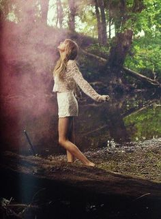 Taylor Swift is just to perfect! i love her