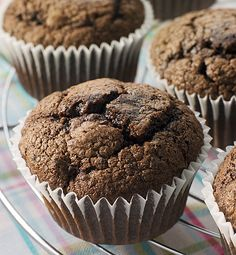 Čokoládové muffiny. Muffiny se zakysanou smetanou konkurují klasickým.