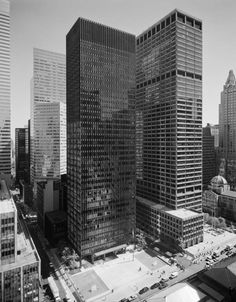 Mies van der Rohe (with Philip Johnson); Seagram Building, New York, Classical Architecture, Architecture Design, Commercial Architecture, Seagram Building, Philip Johnson, Building Section, Ludwig Mies Van Der Rohe, Art Deco Home, High Rise Building