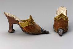 Late 17th–early 18th century, Europe - Pair of women's mules - Leather, silk velvet, silk satin rushing with silvered metal toe, leather lining and leather heel and sole