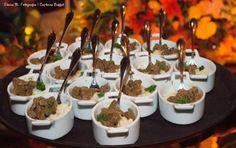 Cubos de mignon com risoto de siciliano. #fingerfood #captainsbuffet #wedding