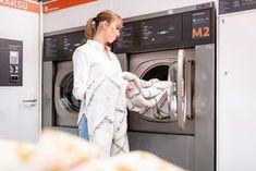 Konepestäviä mattoja mahtuu suuriin rumpukoneisiin yllättävän paljon. Washing Machine, Laundry, Home Appliances, Laundry Room, House Appliances, Appliances, Laundry Rooms