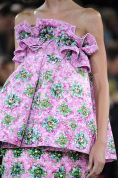 Mary Katrantzou at London Fashion Week Spring 2014 - Details Runway Photos Runway Fashion, High Fashion, Fashion Show, London Fashion, 90s Fashion, Floral Fashion, Fashion Prints, London Spring, Fashion Details