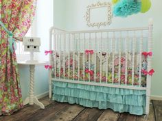 This floral crib bed