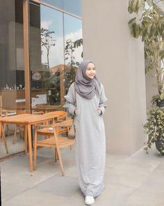 Fashion Summer Plus Size Simple - Fashion Hijab Casual, Modest Fashion Hijab, Hijab Style Dress, Modern Hijab Fashion, Street Hijab Fashion, Hijab Chic, New Fashion Clothes, Fashion Outfits, Abaya Mode