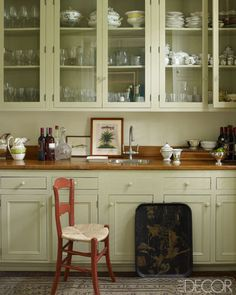 Julia Reed and John Pearce's home in New Orleans, from Elle Decor (September -- The cabinetry in the butler's pantry is painted in Ball Green by Farrow & Ball, the countertop is pine, and the sink and fittings are by Waterworks. Photo by William Waldron. Green Kitchen Cabinets, Glass Kitchen, Kitchen Pantry, New Kitchen, Kitchen Dining, Glass Cabinets, Cupboards, Organized Kitchen, Kitchen Counters