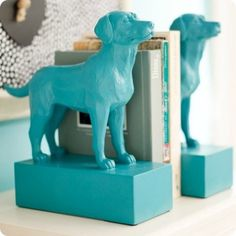 Take dog figurines and glue to wood blocks and spray paint for fun bookends! Take dog figurines and glue to wood blocks and spray paint for fun bookends! Fun Crafts, Diy And Crafts, Arts And Crafts, Wood Crafts, Diy Projects To Try, Craft Projects, Craft Ideas, Craft Art, Decorating Ideas
