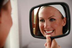 Tandblekning | Laholms Tandvårdsklinik http://laholmstandvardsklinik.se/tandblekning/    Tandblekning utförs för att minska missfärgning och färgning av tänder. Det är den mest populära behandlingen inom kosmetisk tandvård idag.    Efterfrågan på tandblekning har ökat med mer än 300 procent under de senaste fem åren. Kvinnor är mer benägna att bleka tänderna. Män börjar uppskatta fördelarna och söker i ökad takt ett ljusare leende.
