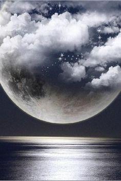 """""""La vida es un eterno no saber, cambiar, aprovechar y sacar lo mejor de cada momento, sin saber que pasará a continuación."""" (Gilda Radner) Feliz noche!"""
