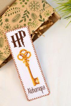 Cross Stitch Love, Cross Stitch Bookmarks, Counted Cross Stitch Patterns, Cross Stitch Designs, Cross Stitch Embroidery, Harry Potter Clip Art, Harry Potter Cross Stitch Pattern, Harry Potter Bookmark, Le Point