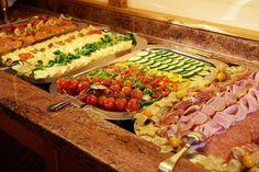 Sortenreiches Frühstücksbuffet in Hotel #Wagrainerhof Cobb Salad, Hot Dogs, Ethnic Recipes, Food, Garnishing, Culinary Arts, Home Made, Essen, Meals