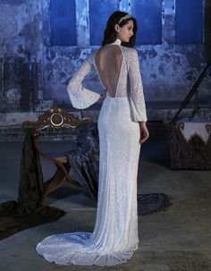 Calling all Great Gatsby and BRIDES, this statement back Eliza Jane Howell beaded wedding dress is for YOU! 6 of the Most Romantic Wedding Dresses - see all six romantic bridal gowns on Wedding Ideas and find your dream dress today! Alternative Wedding Dresses, Best Wedding Dresses, Wedding Gowns, Backless Wedding, Wedding Outfits, Wedding Dress Shapes, Beaded Gown, Vintage Bridal, Dresses Uk