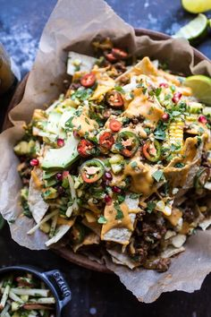 Enchilada beef nachos Hey hi! Looking for the easiest, cheesiest nachos that are certain to create smiles all around?The post Easy Enchilada Beef Nachos. appeared first on Half Baked Harvest. Best Ground Beef Recipes, Beef Nachos, Tapas, Fancy Dinner Recipes, Dinner Ideas, Beef Enchiladas, Half Baked Harvest, Appetizer Recipes, Appetizers