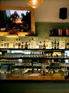 Bars im 7. Bezirk / Der Fuchs und die Trauben (c) STADTBEKANNT - Das Wiener Online Magazin Online Magazine, Bar, Vienna, Liquor Cabinet, Decor, Alcoholic Beverages, Schnapps, Fox, City