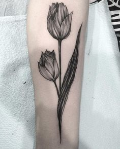 Tulip @damasktattoo #tattoo #tattoos #tattooed...