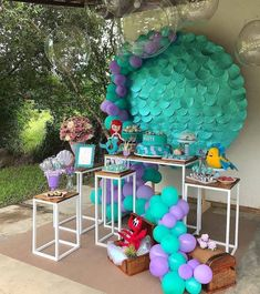 Inspiração para uma mini e linda decor #Ariel Via @mamaefesteirace Por @lisiamonteirofestas . #festejandoemcasa #arielfestejandoemcasa… Mermaid Theme Birthday, Little Mermaid Birthday, Little Mermaid Parties, Birthday Party Decorations, Baby Shower Decorations, Party Themes, Mermaid Baby Showers, Display Pedestal, Alice