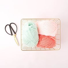 Ce week-end n'oubliez pas de créer ! #wool #instaknit #wooliscool #diy #pingouin #knitting #knittersofinstagram